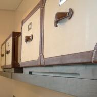 Mensola con scatole in cuoio Toscana